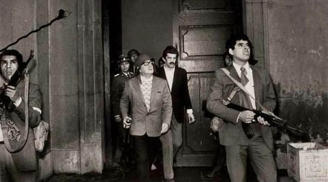 Mil fueron los días de la Unidad Popular en su trabajo diario por hacer de Chile un país más digno y más justo. El 11 de septiembre de 1973, un grupo de militares dirigidos por Augusto Pinochet llevó a cabo un golpe de Estado de la mano de la derecha y centro-derecha chilena y EE.UU., exigiéndole a Allende la entrega del Gobierno; de lo contrario, el palacio de La Moneda sería atacado.