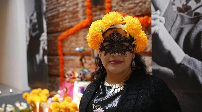 Con papel maché fueron realizados los esqueletos y demás decoraciones de vivos colores para resaltar la importancia de la festividad.