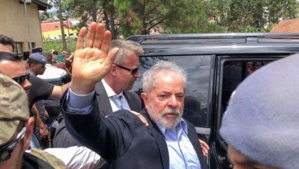 Lula cumple una condena en la Superintendencia de la Policía Federal de Curibita desde el 8 de abril de 2018.