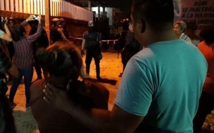 Según señaló el diario la Jornada, llegaron miembros de la Cruz Roja y de la Comisión Nacional de Rescate para socorrer a los afectados.