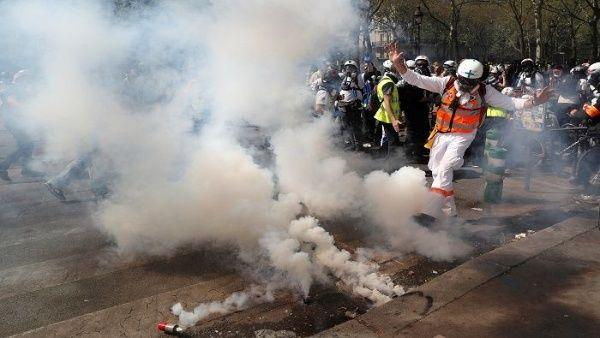 Las protestas en la capital francesa han sido dispersadas por la Policía con gas lacrimógeno.