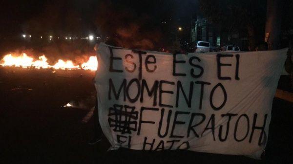 En diversas zonas de la nación, principalmente Tegucigalpa (capital), se ha generado el caos tras la toma de las calles por parte de la población.