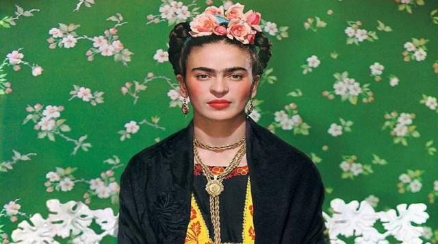 También se convirtió en una exponente de la cultura ancestral de su país. Ya sea que estuviera en París, New York o Coyoacán, Frida siempre vistió con el elaborado traje típico tehuano de las indias doncellas.