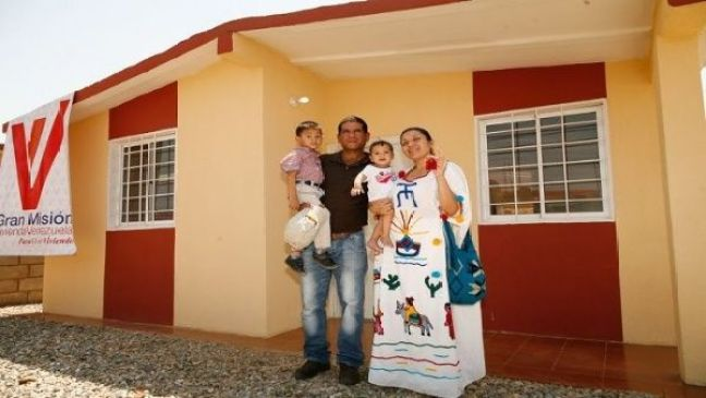 Presidente de Venezuela entrega vivienda 2.800.000 a familia | Noticias |  teleSUR