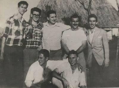 Jóvenes integrantes de la Generación del Centenario.