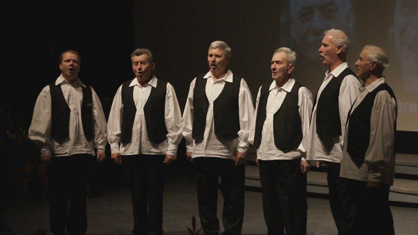 A felsőszeli Rozmaring Férfi Éneklőcsoport Fotó © Magyar Interaktív Televízió, 2014