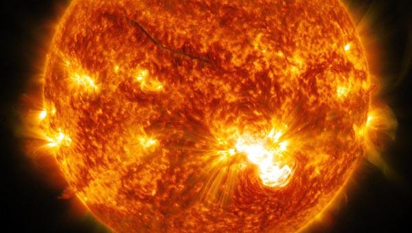 Huge Solar Flare Erupts
