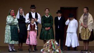 Népviseleti fesztivál Bényben