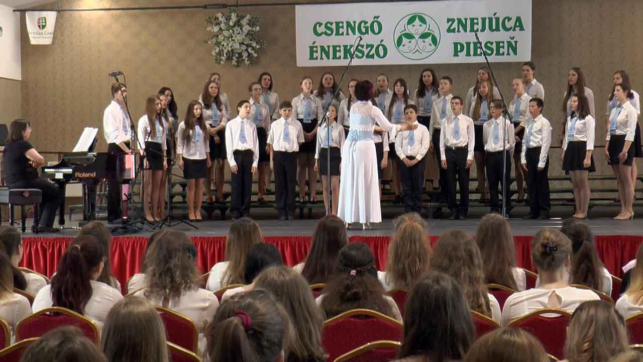 A komáromi Marianum Egyházi Iskolaközpont Schola Mariana Ifjúsági Kórusa