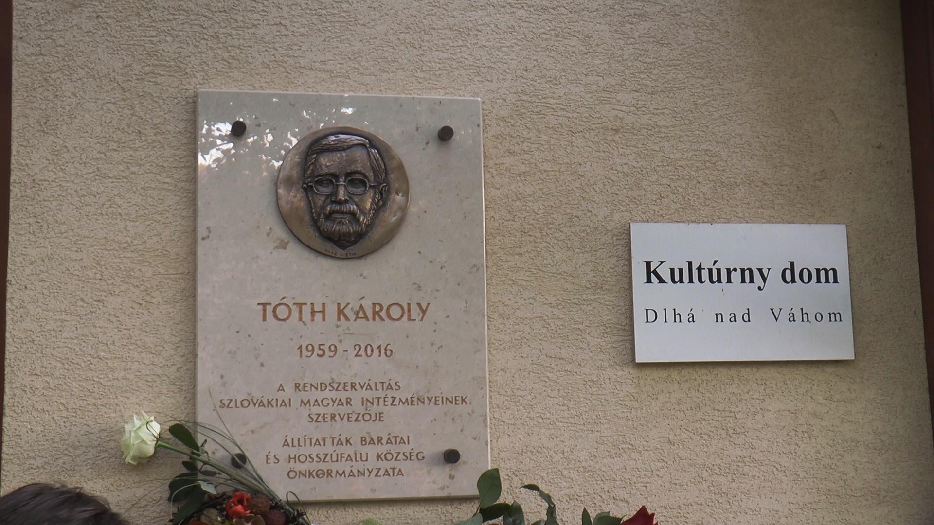 Tóth Károly emléktáblájának a leleplezésére Vághosszúfalun
