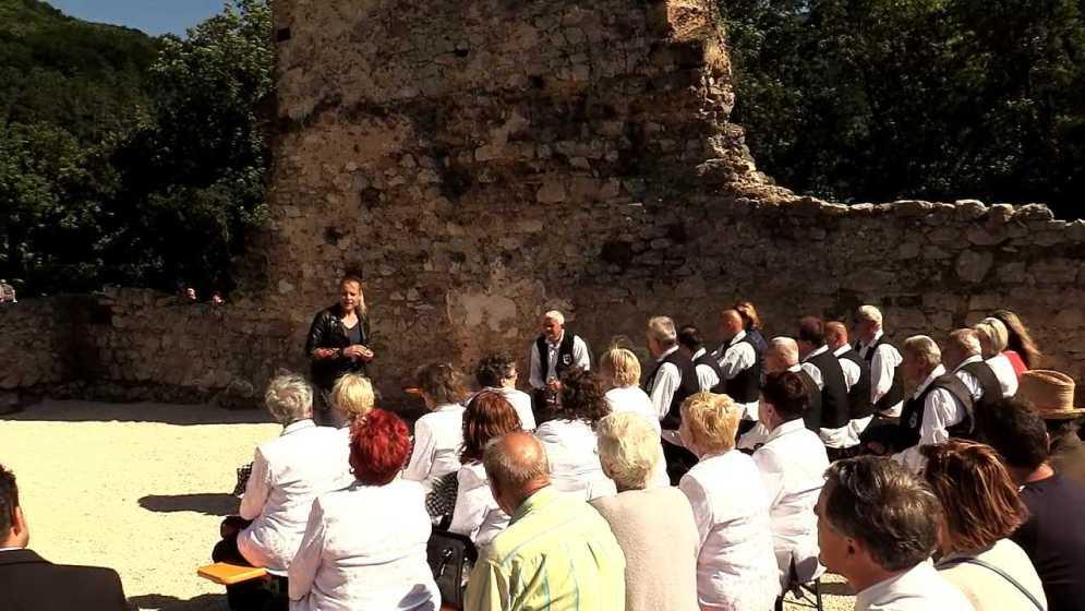 Koncert a pálos kolostor romjainál