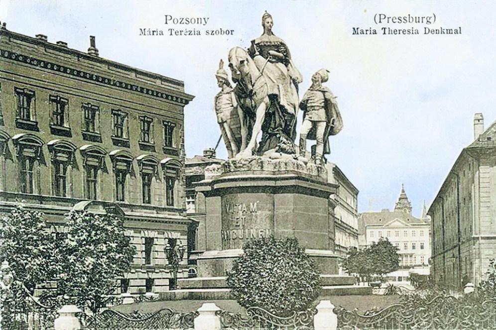 Mária Terézia lovas szobra az egykori Koronázási domb téren, a mai Štúr téren állt (A Pozsonyi Kifli archívuma)