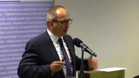 A kisebbségi nyelvek védelme itthon és külföldön – Bukovszky László előadása