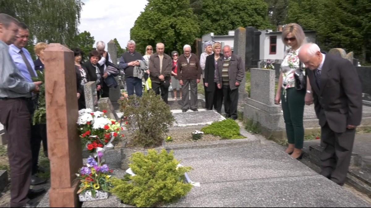 50 éves az Alsószeli Magyar Dalkör - Koszorúzás a temetőben