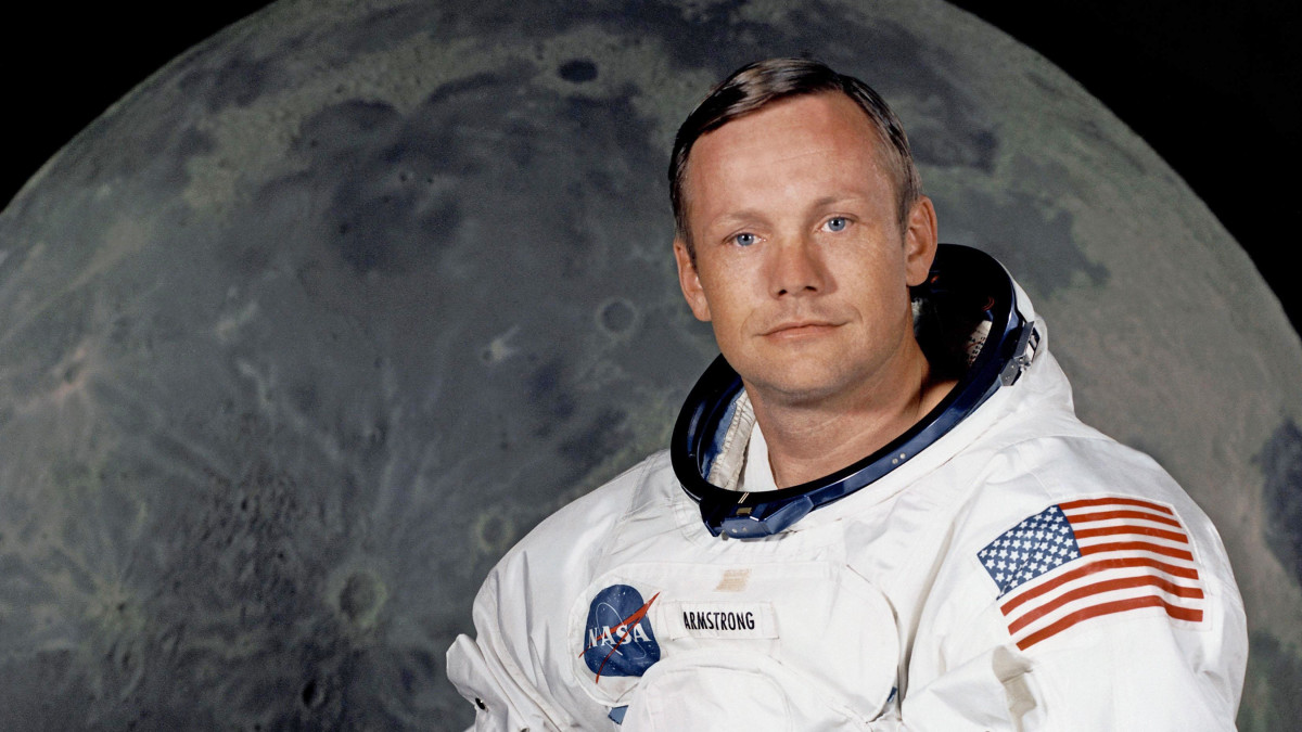 Ember a Holdon: Neil Armstrong