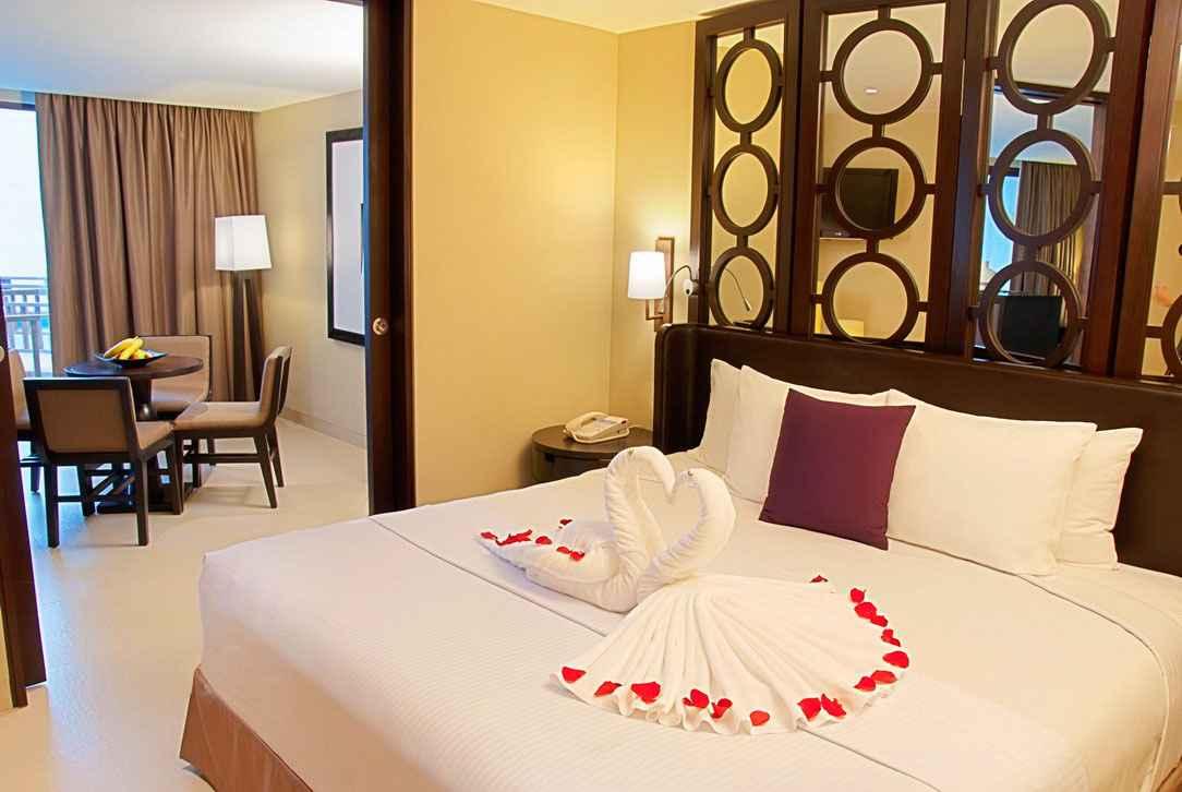amazing-honeymoon-bedroom-decorations-with-white-towel-swan-shaped-honeymoon-bedroom-decoration-images-honeymoon-bedroom-decorations