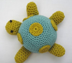 crochet a turtle pincushion