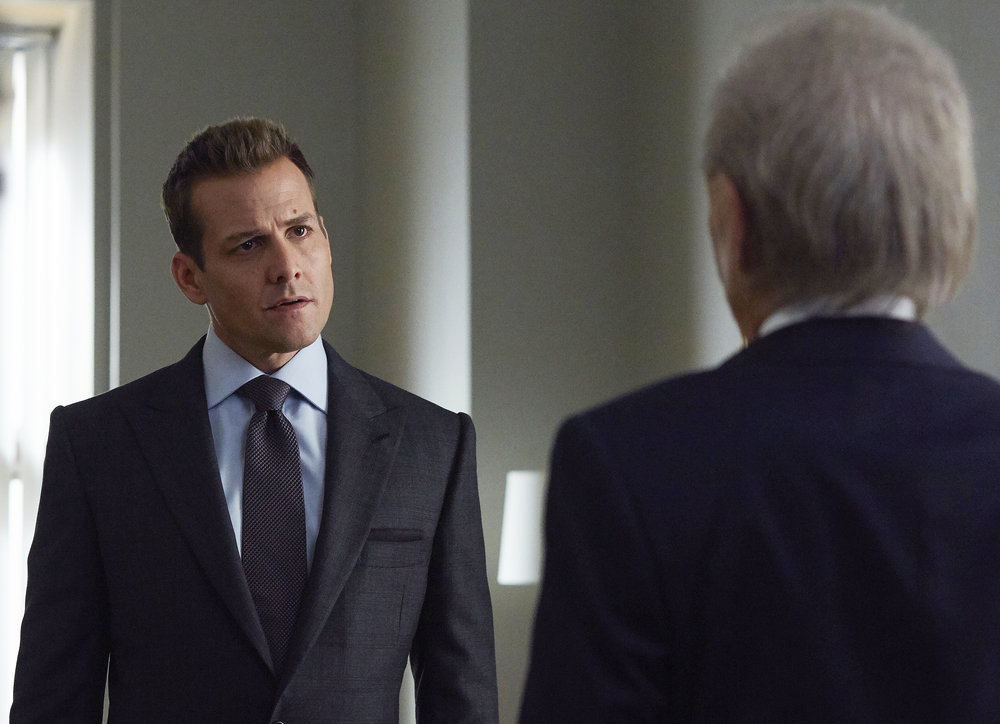 Who is your favourite Suits character? Harvey Specter Vs Mike Ross -  WarCircle