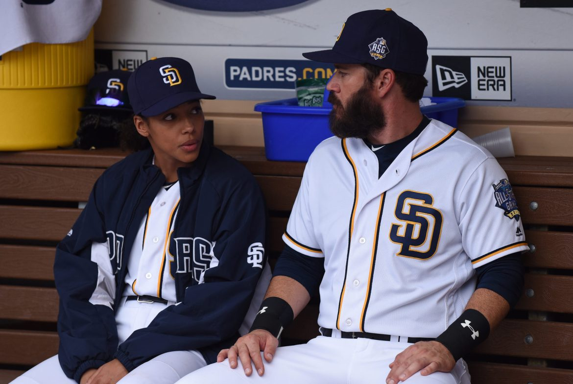 """PITCH: L-R: Kylie Bunbury and Mark-Paul Gosselaar in the all-new """"Scratched"""" episode of PITCH airing Thursday, Dec. 1 (8:59-10:00 PM ET/PT) on FOX.CR: Ray Mickshaw / FOX. © 2016 FOX Broadcasting Co."""