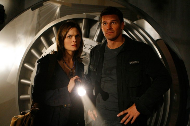 BONES: Brennan (Emily Deschanel, L) and Booth (David Boreanaz, R) investigate the origins of a skull dropped from a highway overpass on the season premiere of BONES airing Tuesday, Sept. 25 (8:00-9:00 PM ET/PT) on FOX. ©2007 Fox Broadcasting Co. Cr: Carin Baer/FOX