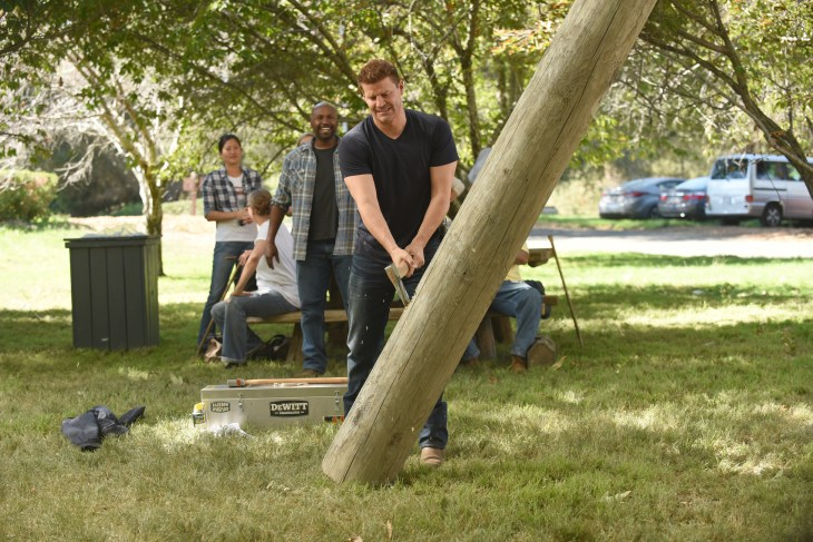 """BONES: David Boreanaz in the """"The Flaw in the Saw"""" episode of BONES airing Tuesday, Feb. 7 (9:01-10:00 PM ET/PT) on FOX. ©2017 Fox Broadcasting Co. Cr: Ray Mickshaw/FOX"""