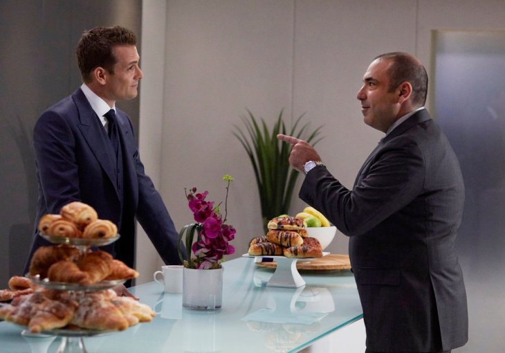 "SUITS -- ""Admission of Guilt"" Episode 614 -- Pictured: (l-r) Gabriel Macht as Harvey Specter, Rick Hoffman as Louis Litt -- (Photo by: Shane Mahood/USA Network)"