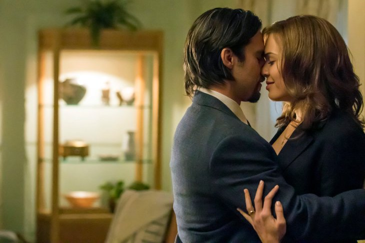 """THIS IS US -- """"I Call Marriage"""" Episode 114 -- Pictured: (l-r) Milo Ventimiglia as Jack Pearson, Mandy Moore as Rebecca Pearson -- (Photo by: Ron Batzdorff/NBC)"""
