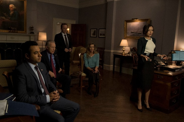 "DESIGNATED SURVIVOR - ""Party Lines"" - ""Party Lines"" - President Kirkman forms an unlikely alliance in the hopes of passing his first bill while Agent Ritter is briefed by FBI Agent Hannah Wells about a new alarming threat to the nation, on ABC's ""Designated Survivor,"" WEDNESDAY, APRIL 12 (10:00-11:00 p.m. EDT), on The ABC Television Network. (ABC/Ben Mark Holzberg)"