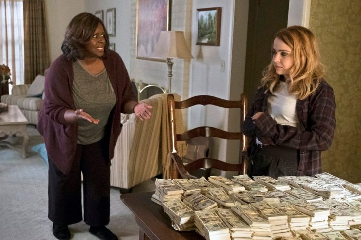 GOOD GIRLS -- Pilot -- Pictured: (l-r) Retta as Ruby, Mae Whitman as Annie -- (Photo by: Justin Lubin/NBC)