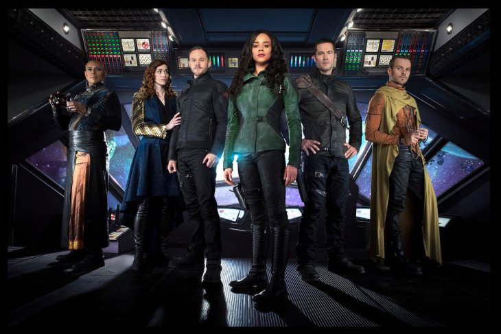 KILLJOYS -- Season:2 -- Pictured: (l-r) Thom Allison as Pree, Sarah Power as Pawter, Aaron Ashmore as John, Hannah John-Kamen as Duth, Luke Macfarlane as D'Avin, Morgan Kelly as Alvis -- (Photo by: Steve Wilkie/Syfy/Killjoys II Productions Limited)