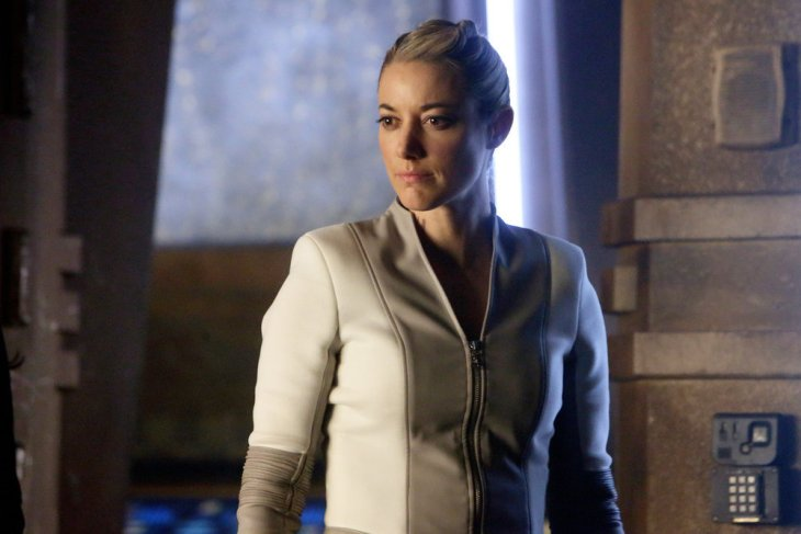 """DARK MATTER -- """"All the Time In the World"""" Episode 304 -- Pictured: Zoie Palmer as The Android -- (Photo by: Stephen Scott/Dark Matter Series 3/Syfy)"""