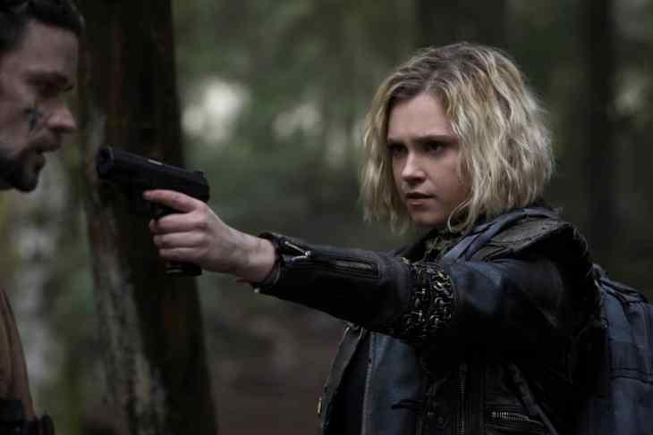 Eliza Taylor as Clarke - The 100 Season 5 Episode 10