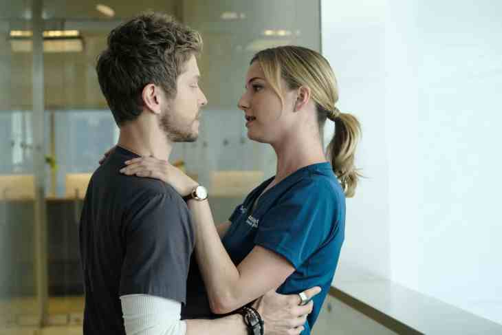 The Resident Season 2 Episode 4 - Emily VanCamp as Nicolette Nevin and Matt Czuchry as Conrad Hawkins