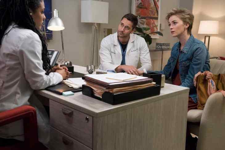 New Amsterdam Season 1 Episode 7 - Freema Agyeman as Dr. Helen Sharpe, Ryan Eggold as Dr. Max Goodwin, Lisa O'Hare as Georgia Goodwin