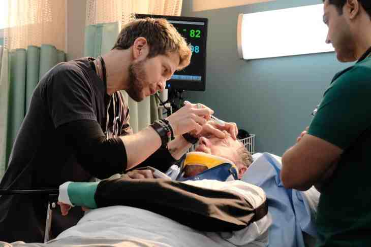 "The Resident Season 2 Episode 23: ""Unbefriended"""