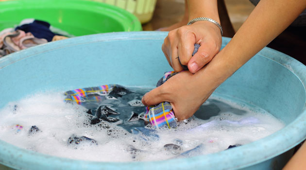 Do you know how to wash your clothes by hand? | Tellwut.com