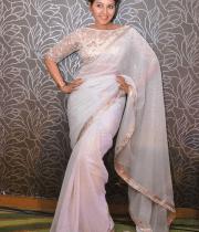anjali-latest-stills-in-white-sari-08