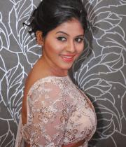anjali-latest-stills-in-white-sari-14