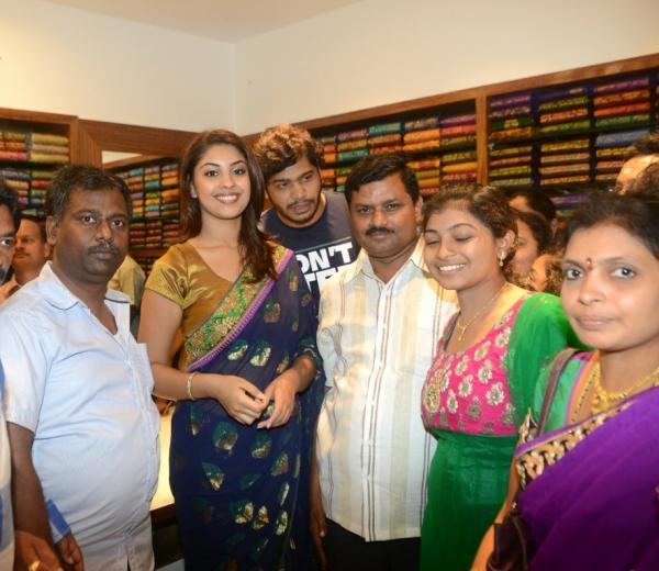 richa-gangopadhyay-at-raviteja-textiles-launch-5
