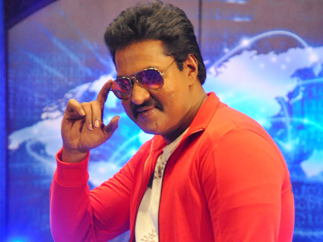 Who is trying to replace comedian actor sunil in tollywood