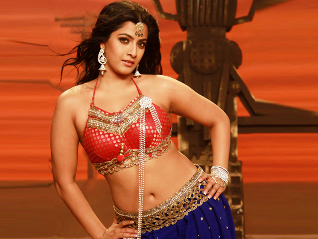 Varalaxmi Saratkumar Wants To Be Heroine - Trying To Lose Weight