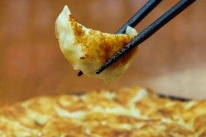 รีวิว แนะนำร้าน อิคโคฉะ ร้านราเมน ทองหล่อ 13 จากประเทศญี่ปุ่น กับเมนูเกี๊ยวซ่าถาดใหญ่ พอดีคำ - Temmax Thailand food and travel blogger
