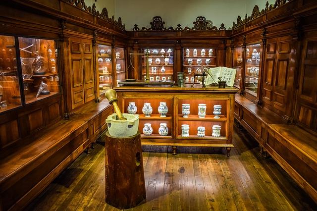 Oferta de empleo en Málaga: Esteticistas/visitadora de farmacias