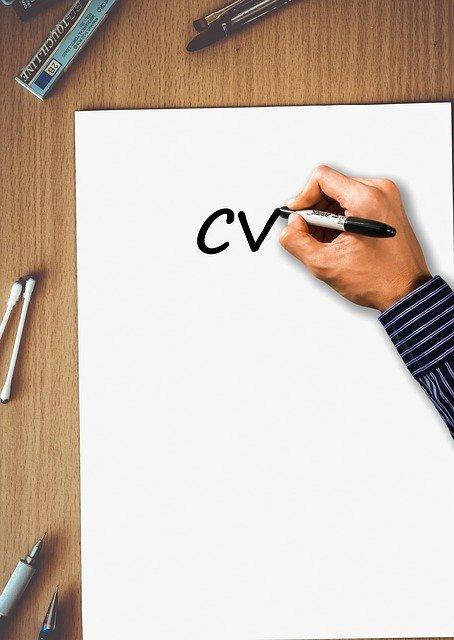 Crear el CV perfecto para un puesto comercial