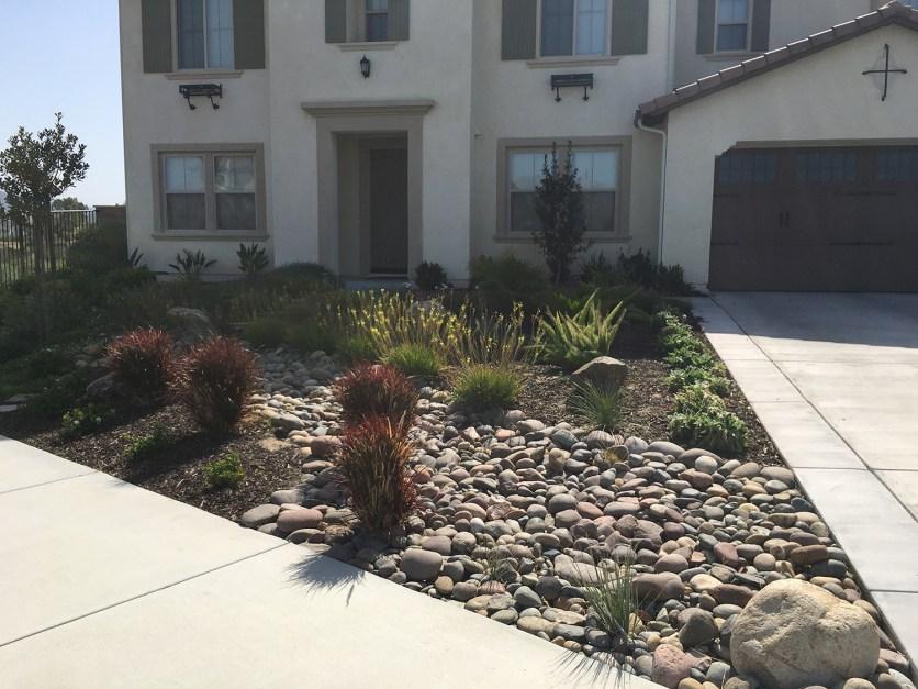 Grass free front yard landscape