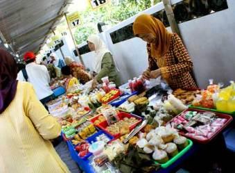 Ngabuburit di Kampung Ramadhan Kauman