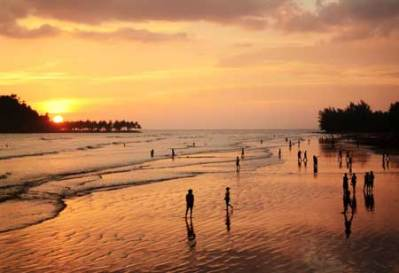 Senja di Pantai Air manis Malin Kundang