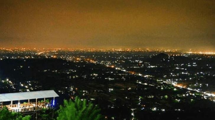 Tempat Wisata Romantis di Yogyakarta - Bukit Bintang Tempat Romantis di Jogja