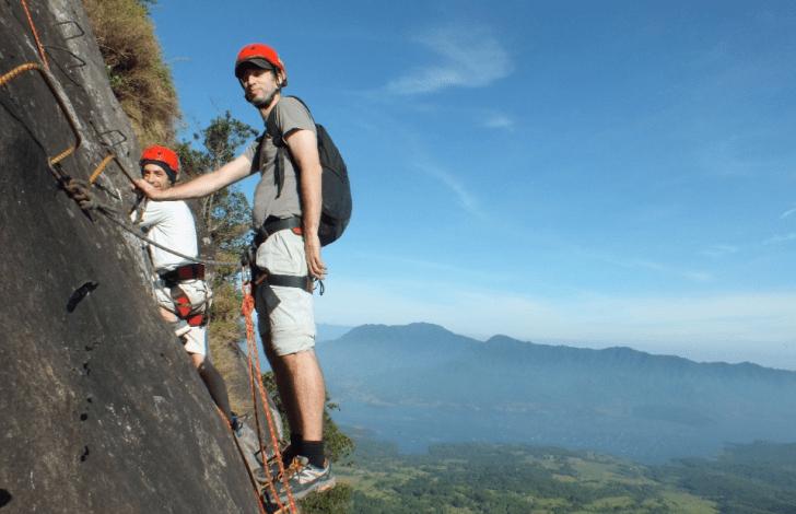 Waktu Yang Tepat Menuju Tebing Gunung Parang