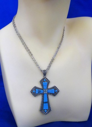 Blue marble effect shell and metal detailed cross necklace